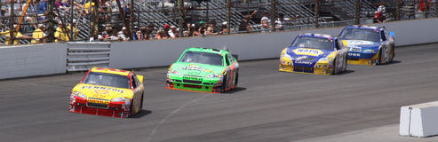 Amorces entrantes du virage un d'IMS NASCAR de la briqueterie 400 Photographie stock libre de droits