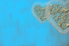Amore della scheda, due cuori di oro Fotografia Stock
