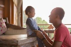 Amore di Parenting fotografie stock