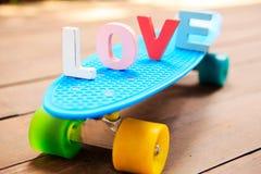Amore di parola sul bordo blu del penny Fotografia Stock Libera da Diritti