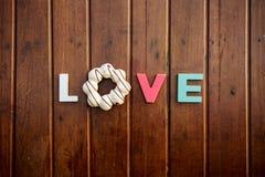Amore di parola sulla tavola di legno Immagini Stock Libere da Diritti