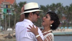 Amore e neolatino di dancing delle coppie video d archivio