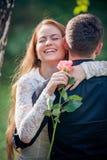 Amore ed affetto fra una giovane coppia Fotografia Stock