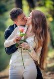 Amore ed affetto fra una giovane coppia Fotografie Stock Libere da Diritti
