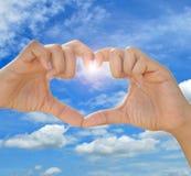 Amore a forma di delle mani Immagine Stock