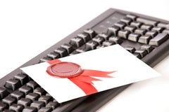 Amore-lettera con la guarnizione ed il nastro rossi Fotografia Stock Libera da Diritti