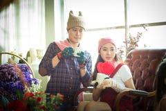 Amore, nozze, inverno, datazione e concetto della gente - coupl sorridente Fotografie Stock
