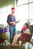 Amore, nozze, inverno, datazione e concetto della gente - coupl sorridente Fotografie Stock Libere da Diritti