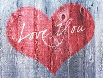 Amore rosso di festa di giorno di biglietti di S. Valentino del cuore voi legno afflitto saluto del cuore Fotografia Stock Libera da Diritti