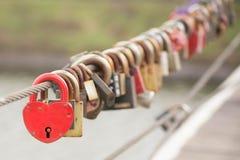 Amore rosso di neolatino della serratura del cuore Fotografia Stock