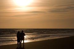 Amore in una spiaggia Immagini Stock Libere da Diritti
