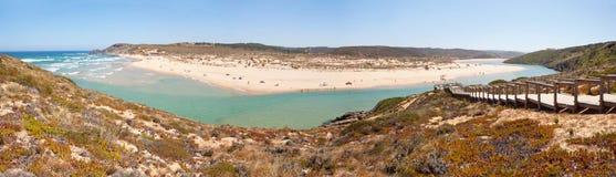 Amoreira strand, Aljezur, Algarve, Potugal royaltyfri fotografi