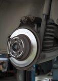 Amortiguador del freno de disco del coche y del puntal de choque fotos de archivo