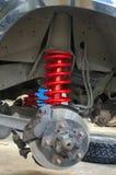 Amortiguadores de choque y suspensión de la primavera del coche del camino Imágenes de archivo libres de regalías