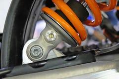 Amortissement du ressort dans un vélo de motocross Photographie stock libre de droits