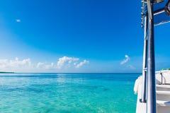 Amortisseur à bord de bain par la mer Image libre de droits