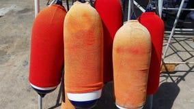Amortisseur avec la couverture rouge et orange d'amortisseur Images libres de droits