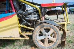 Amortisseur de voiture avec des erreurs outre de route Photos libres de droits