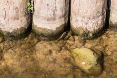 Amortisseur en bois d'un vieil étang Photo libre de droits