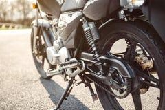 Amortisseur et chaîne de moto noire Photo libre de droits