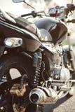 Amortisseur et pot d'échappement de moto noire Photos libres de droits