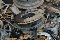 Amortisseur inutile et rouillé de disques de frein et d'autres pièces Photographie stock