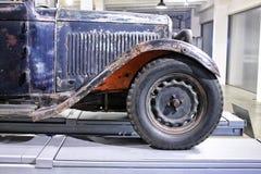 Amortisseur rouillé de la voiture classique Images stock