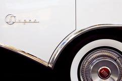 Amortisseur 88 superbe de Buick et murs blancs Images libres de droits