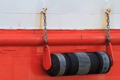 Amortisseurs à bord de la fin de bateau  Photographie stock libre de droits