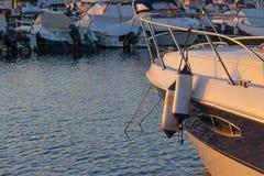 Amortisseurs de bateau au coucher du soleil Images libres de droits