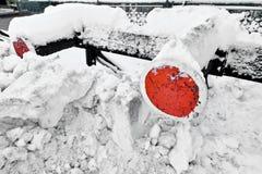Amortisseurs ferroviaires après les chutes de neige lourdes Photos libres de droits