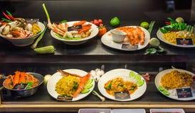 Amostras de alimento no restaurante imagens de stock royalty free
