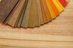 Amostras de madeira das cortinas isoladas imagem de stock royalty free