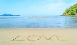 Amour - écrit à la main en sable Image libre de droits
