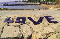 Amour écrit avec des comprimés de PC Images libres de droits