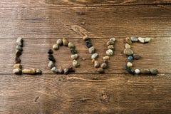 Amour écrit avec des pierres Photos stock