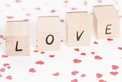 Amour écrit avec les blocs en bois. Image stock