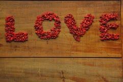 Amour écrit dans des baies de goji Image stock