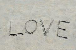 Amour écrit dans le sable Image libre de droits