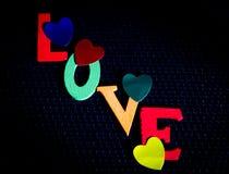 Amour écrit dans les lettres colorées Photos stock