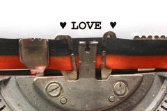 AMOUR écrit de machine à écrire avec à l'encre noire Photo stock