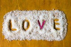 Amour écrit en sel Photos libres de droits