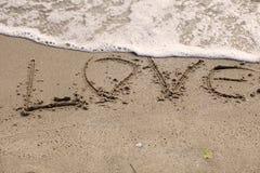 Amour écrit près de la mer Image libre de droits