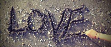 amour écrit sur la plage Image stock
