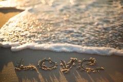 amour écrit sur la plage Photos libres de droits