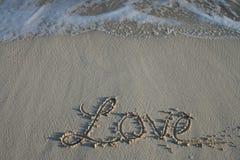 Amour - écriture de sable Photographie stock