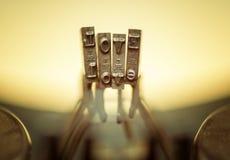 AMOUR étroit du vieux clavier de machine à écrire. Photo libre de droits