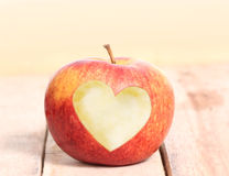 Amour Apple de forme de coeur Images libres de droits