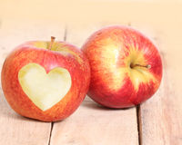 Amour Apple de forme de coeur Photo stock