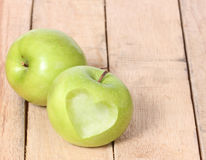 Amour Apple de forme de coeur Photos stock